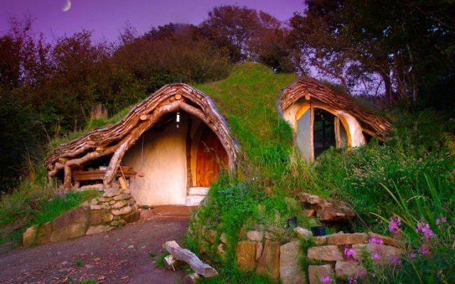 Man bouwt eigen hobbithuis voor minder dan €4000