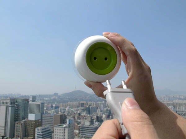 Draagbaar stopcontact op zonne-energie plak je gewoon op het raam