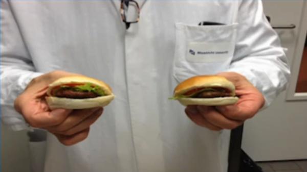 """Hamburger van kweekvlees: """"Voelt als gewone burger, maar smaakt als proteïne cake"""""""