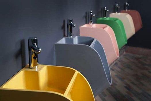 Opmerkelijk: een urinoir waar je je handen in kan wassen