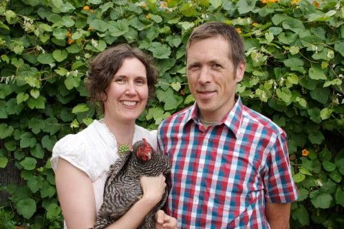 Stel maakt zelfvoorzienende stadsboerderij in eigen tuin