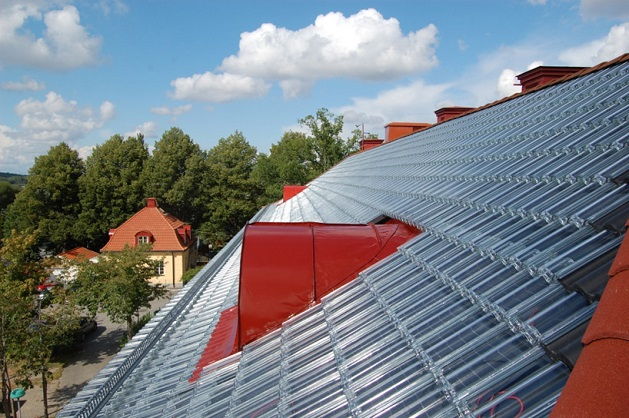 Dakpannen Met Zonnepanelen : Zonnepanelen onder glazen dakpannen maakt een huis echt