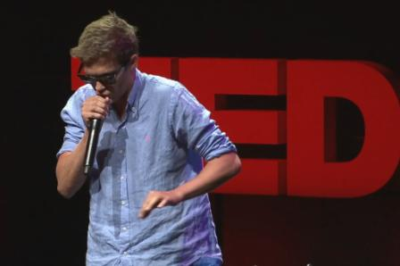 Beatboxer Tom Thum op TEDx Sydney. Foto: still uit youtube video