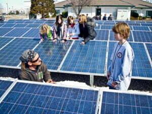 Zonnepanelen op school. Foto: Blackrock Solar, Flickr