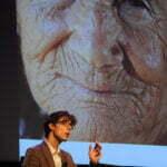 Kris Verburgh in een lezing over veroudering. Bron: PINC Netherlands, Flickr