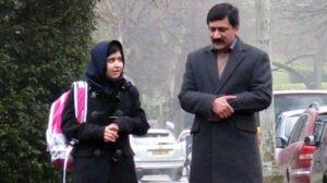 Malala en haar vader, op 1ste schooldag na haar operatie. Foto: Malala Press Office