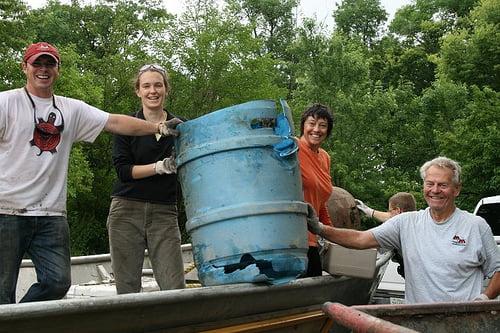 CNN held haalt 3 miljoen kg zwerfafval uit rivieren