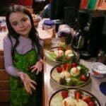 Kinderen aan de groente. Foto: Michael Newton