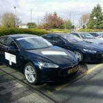 De auto's (Model S) van Tesla staan klaar om te vertrekken. Foto: Twitter