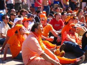 Voetbalschoenen Oranje giftig. Foto: Bon Adrien, Flickr