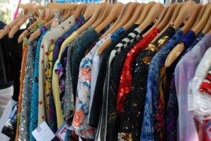 Een kledingbibliotheek vol kleren. Foto: Kristen Taylor, Flickr