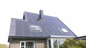Geïntegreerde zonnepanelen op een huis in Callantsoog. Foto: Kees van der Leun, @sustainable2050