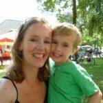 Emily-Jane Lowe met een van haar kinderen. Foto: Emily-Jane Lowe