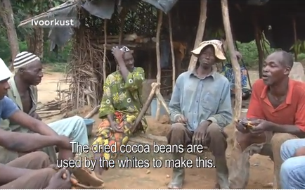 Cacaoboeren proeven voor het eerst chocolade.