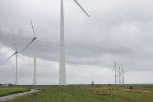 Windmolens in de Eemshaven, Groningen. Foto: IIVQ / Tijmen Stam - Eigen werk, wikimedia commons