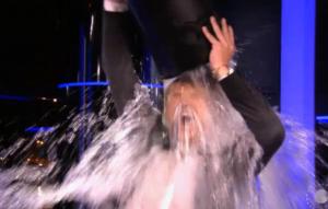 Beau van Erven Dorens doet de ALS Icebucketchallenge
