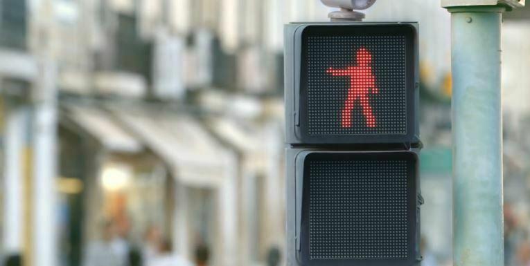 Omdenken kijktip: Zo wordt stoppen voor een stoplicht leuk
