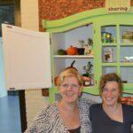 Anne Marie Verkade en Eva van Dijk voor een FoodSharingkast. Bron: FoodSharing