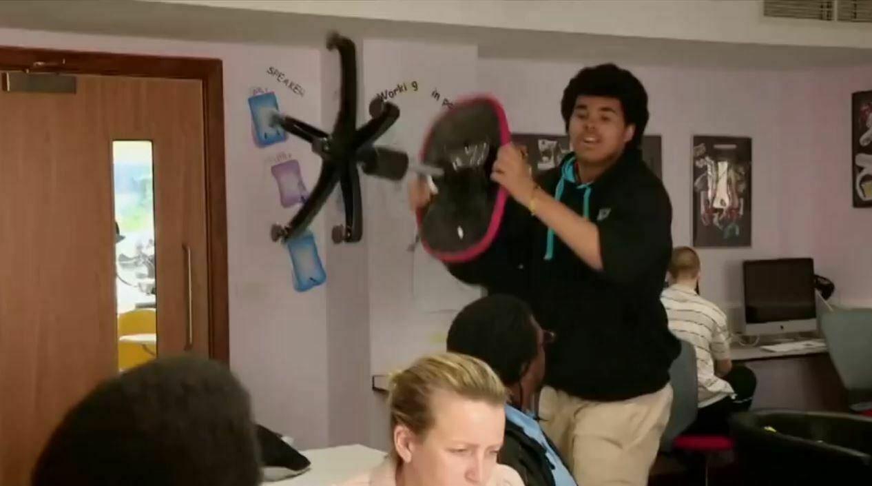 School zonder regels krijgt onhandelbare pubers in het gareel (video)