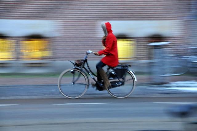 's Werelds eerste fietspad van zonnepanelen geopend in Nederland