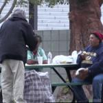 dakloze uitdelen