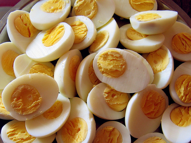 Zo pel je een ei in 5 seconden
