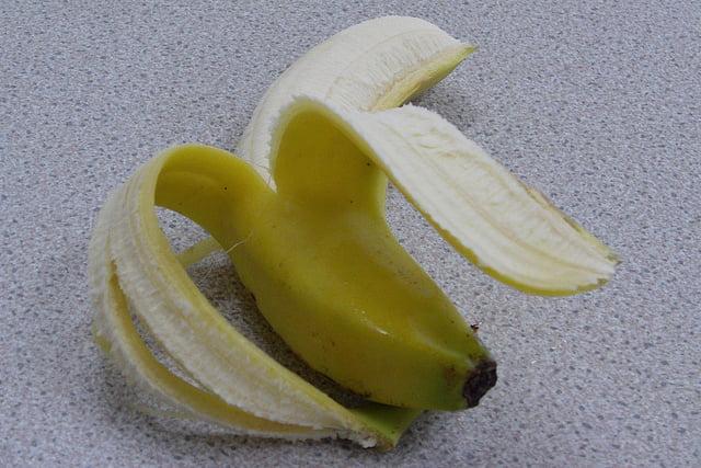 Maak je bananen altijd perfect open met dit simpele trucje