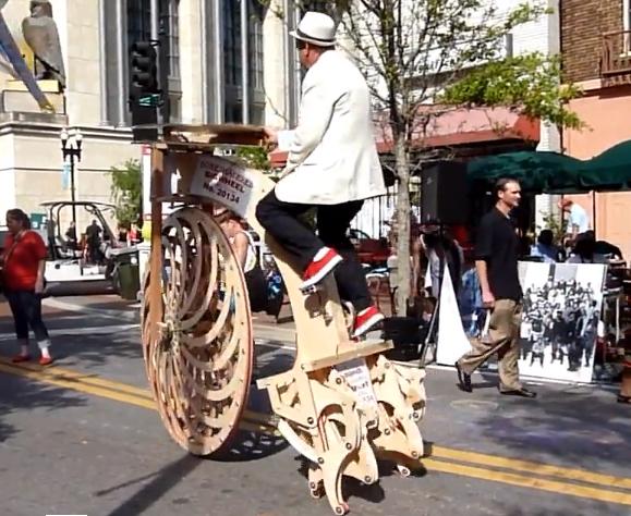 Video: Dit is misschien wel de vreemdste fiets aller tijden