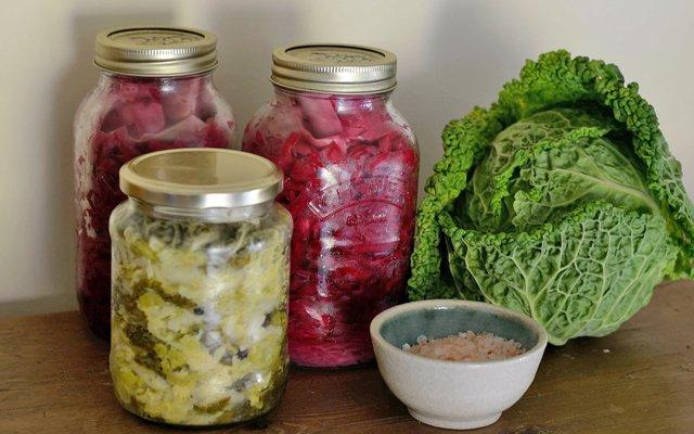 7 verrassende gezondheidsvoordelen van gefermenteerd eten