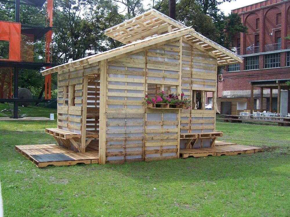 Doe-het-zelf-huis van pallets bouw je in 1 dag