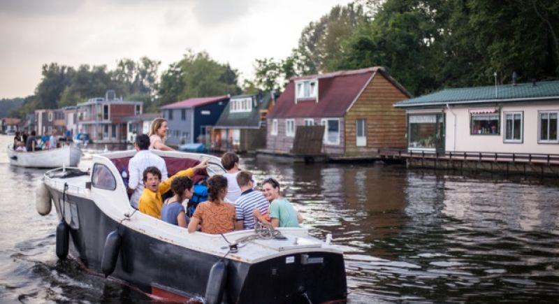 Duurzame drijvende woonwijk in Amsterdam volledig volgeboekt