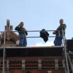 Loodgieters op het dak; foto: PROFaceMePLS, Flickr,  CC BY 2.0