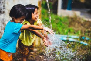 ASN Bank Wereldprijs. Wat er ook speelt in een land, laat het de kinderen zijn. Foto: Pixabay CC0