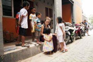 Nadia Remmerswaal in een sloppenwijk