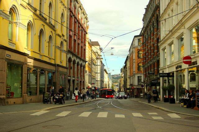 Oslo weert vanaf 2019 álle auto's uit het centrum