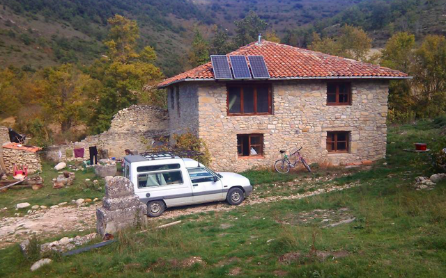 Eva woont in een Spaans off-grid dorpje