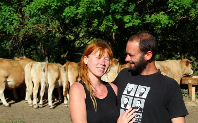 Eva runt een biologische veehouderij in een Spaans dorpje
