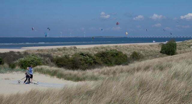 Zeeuwse getijdencentrales: omgekeerde windmolens in het water