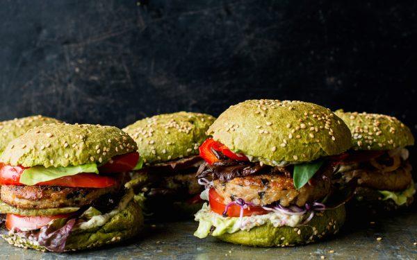In deze duurzame hamburgertent kan je groen goud komen proeven!