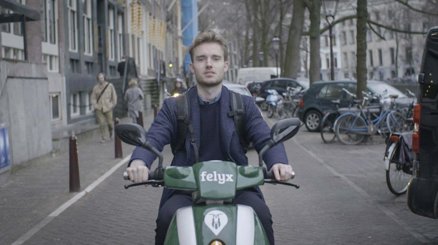 Jonge ondernemers brengen elektrische deelscooters naar grote steden