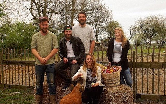 Vriendengroep maakt cider tegen voedselverspilling
