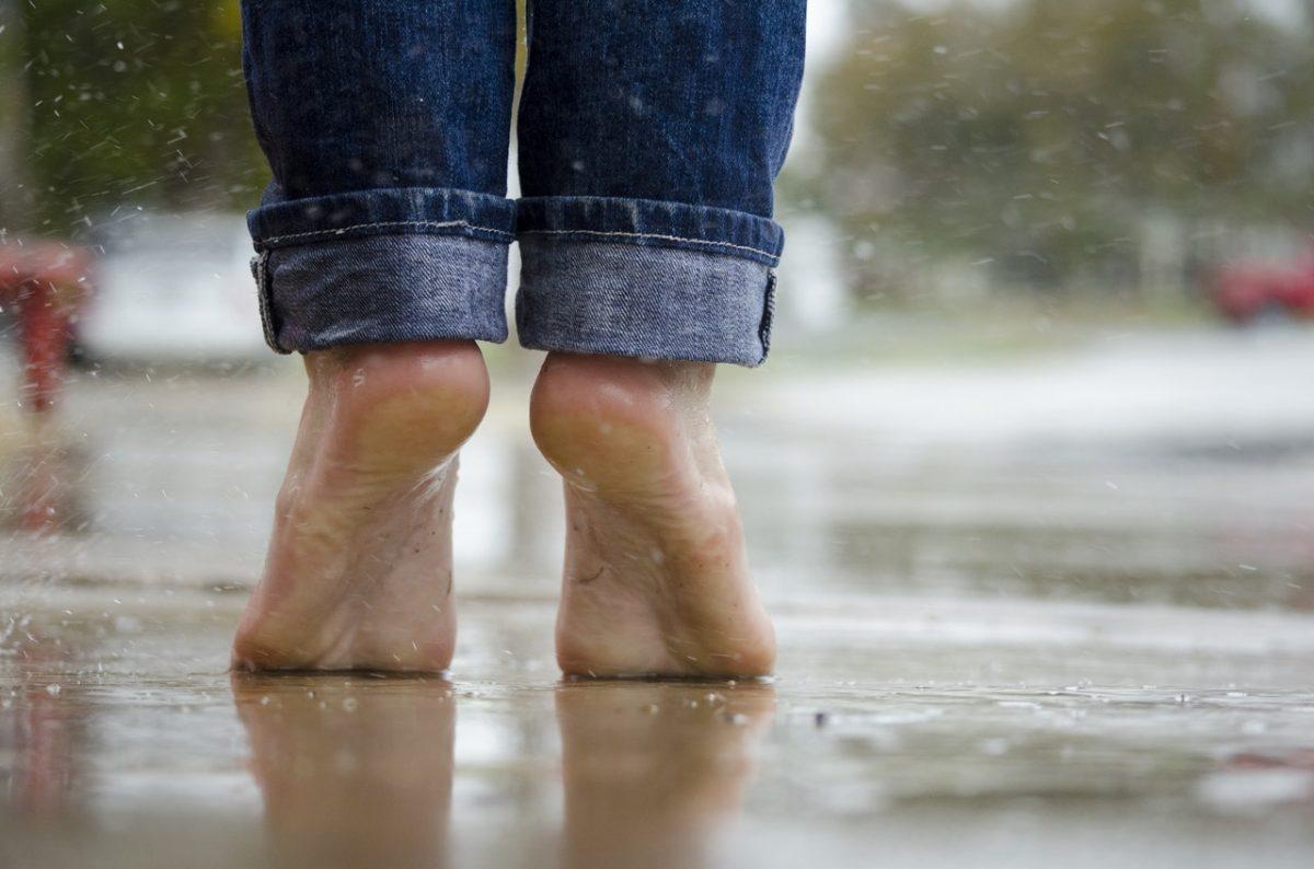 Is lopen op blote voeten gezond?