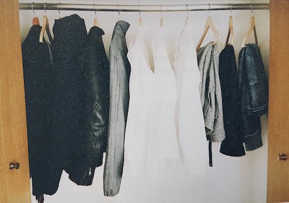 De kledingkast van een minimalist