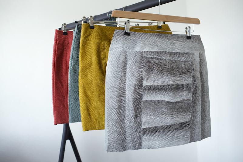 Weet jij van welk bijzonder materiaal deze rok is gemaakt?