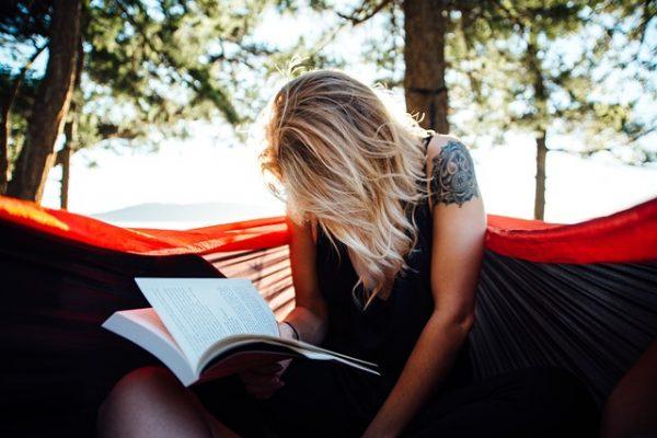 Deze boeken kunnen deze zomer mee in je vakantiekoffer