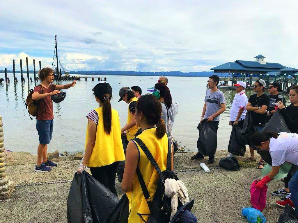 Dankzij 'trashpacker' Tijmen ruimen jongeren wereldwijd afval op