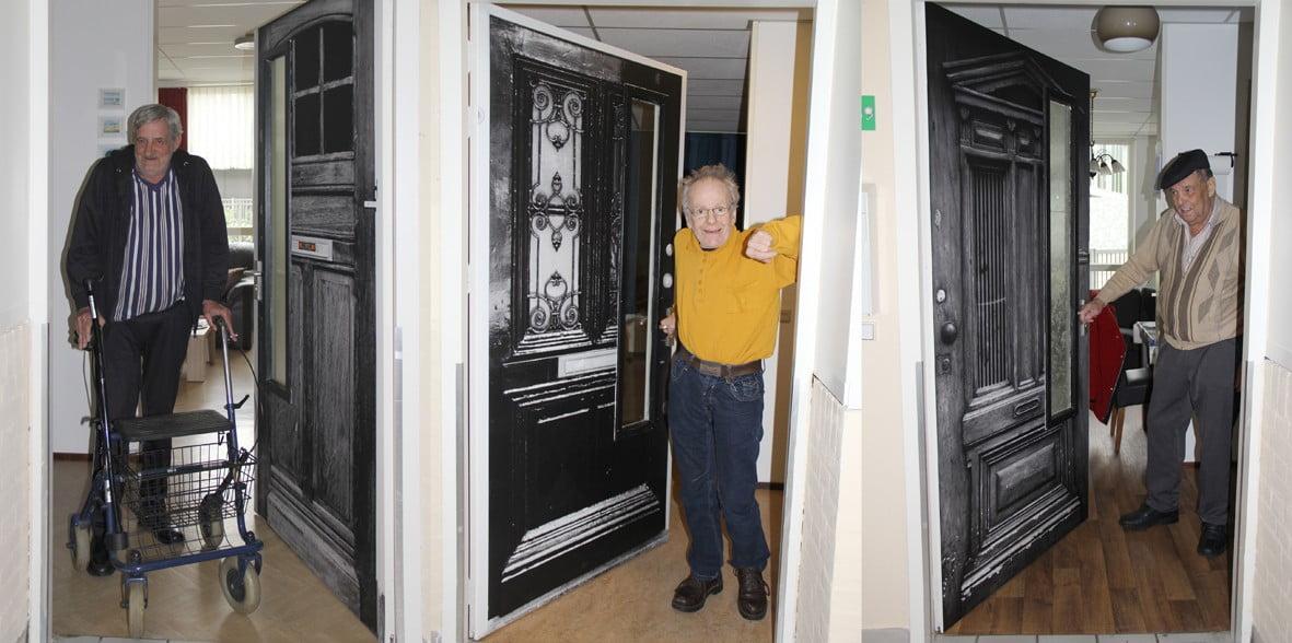 Met deze deurstickers herkennen mensen met dementie waar ze wonen