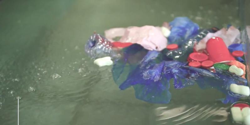 Deze nieuwe Nederlandse uitvinding ruimt plastic afval in water op