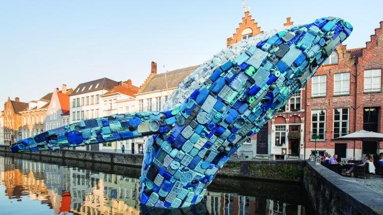 Plastic walvis komt naar Utrecht