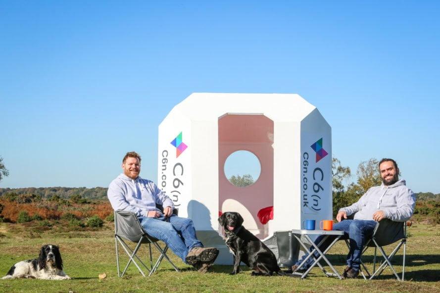 Een huisje van gerecycled plastic als alternatief voor de tent